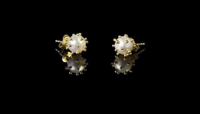 Parel oorstekers 18 karaats goud corona virus