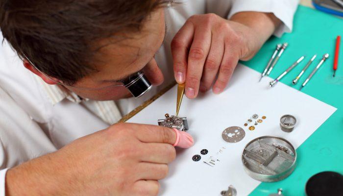 Horlogemaker demontage uurwerk