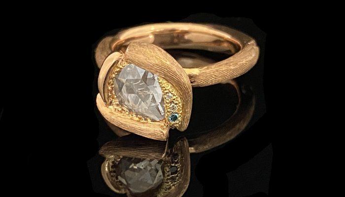 Rosegouden ring met roosdiamant